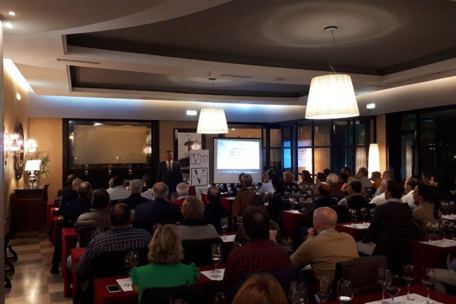 Viña Vilano presenta en Oviedo Vilano y La Baraja ante más de un centenar de amigos